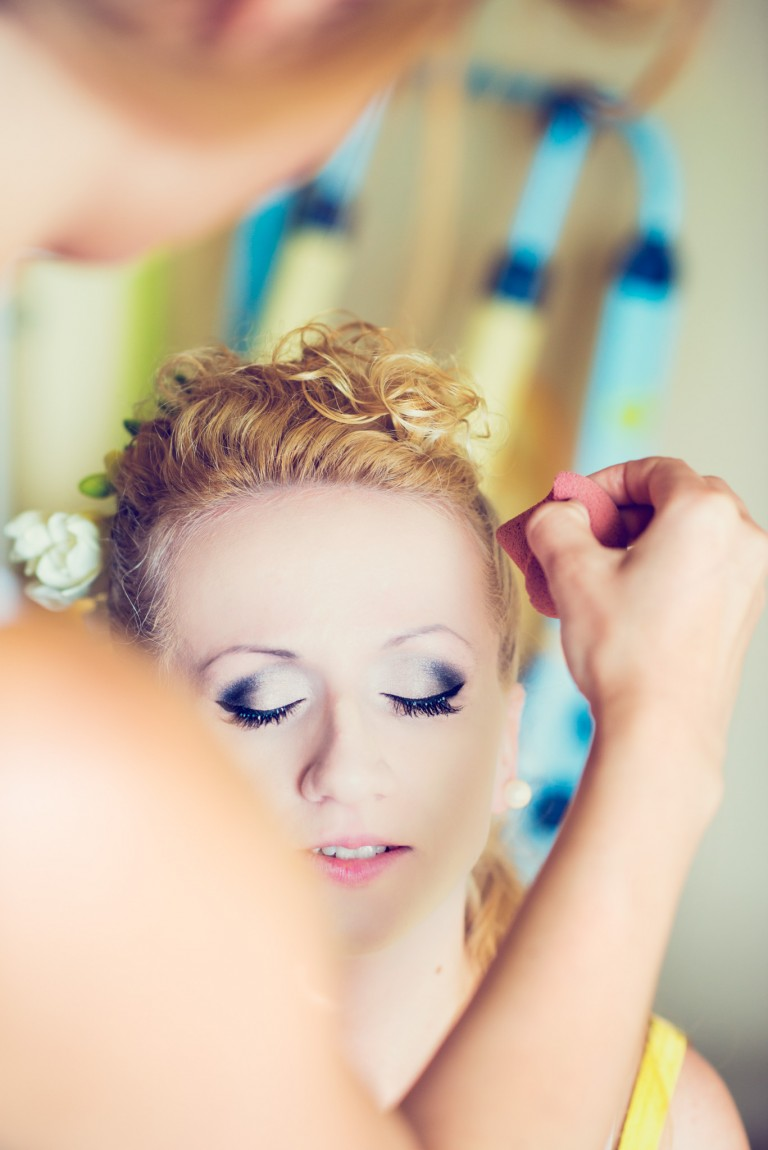 W trakcie makijażu ślubnego