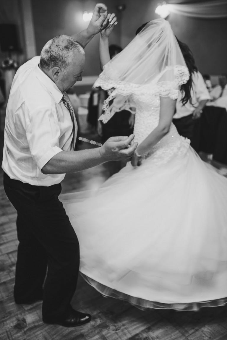 Pani Młoda w tańcu