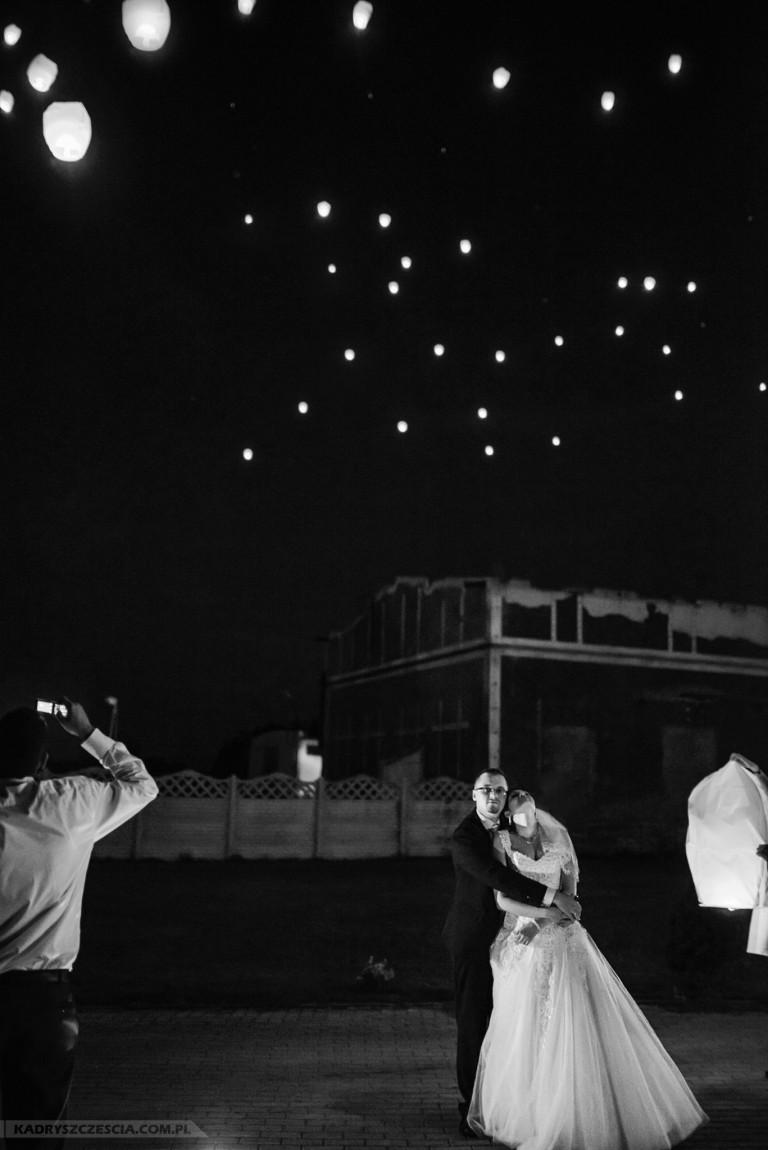 Puszczanie lampionów w niebo