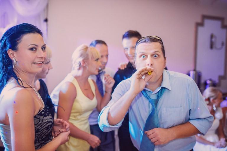 Imprezowy nastrój udziela się gościom