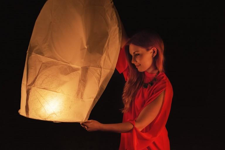 Dziewczyna z lampionem