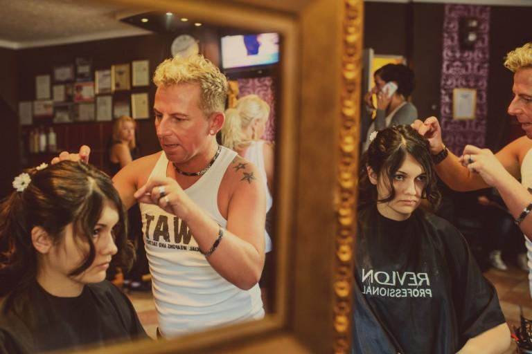 W trkacie przygotowywania fryzury