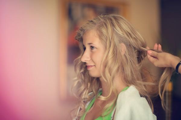 Panna młoda u fryzjerki