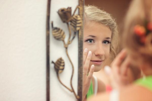 Odbicie Panny Młodej w lustrze, wizyta u kosmetyczki