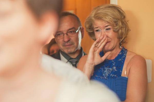 Wzruszona mama Panny Młodej i jej łzy w oczach