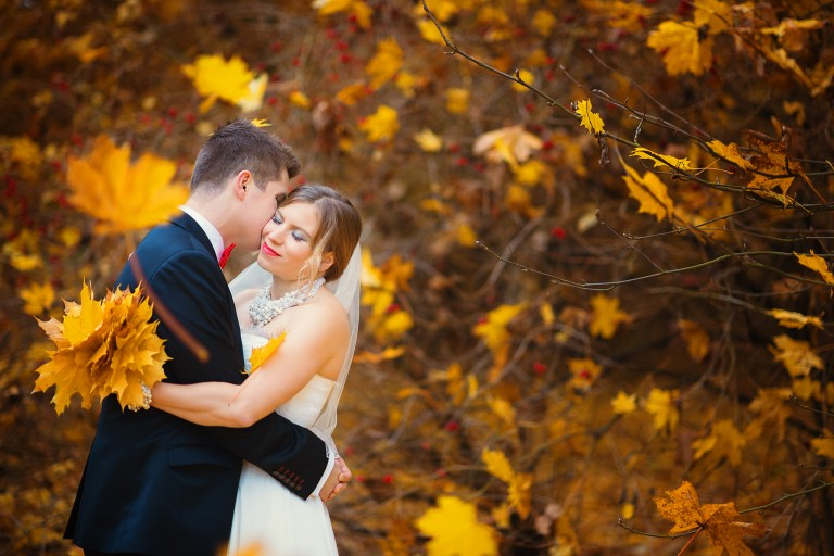Plener ślubny pełen jesiennych kolorów, złota polska jesień